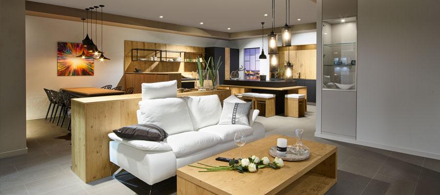 wohnzimmer mit weisser couch